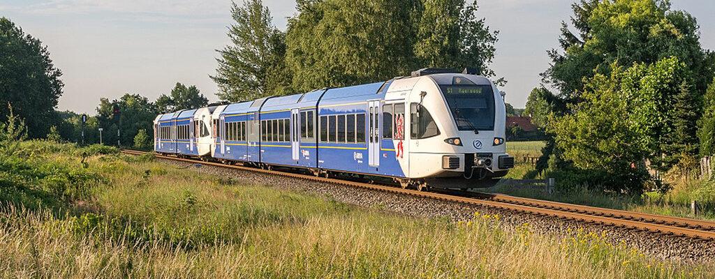 Arriva trein op Maaslijn tussen Roermond en Nijmegen